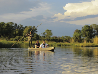 Mit dem Mokoro im Okavango Delta