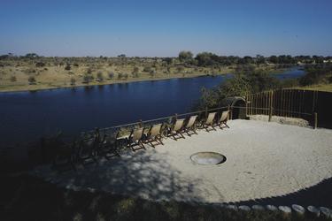 Lagerfeuerstelle mit Flussblick