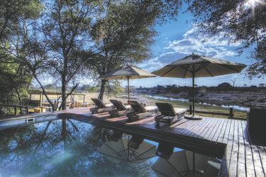 Pool der Savute Safari Lodge, ©Desert und Delta Safaris