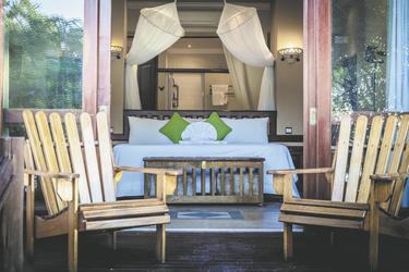 Zimmerbeispiel mit Balkon, ©Under One Botswana Sky