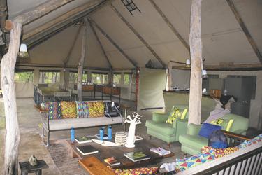 Lounge, Bar und Speisebereich im Hauptzelt, ©Georg Albrecht