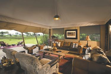 Lounge im Hauptzelt