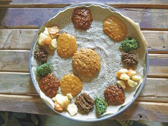 Injera - traditionelles Gericht, ©Lutz Scharf