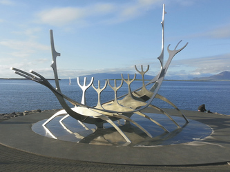 Wikingerboot Skulpturt in Reykjavik