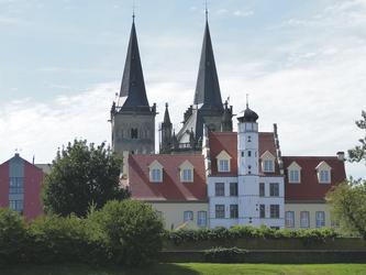 Stadthaus und Dom Xanten