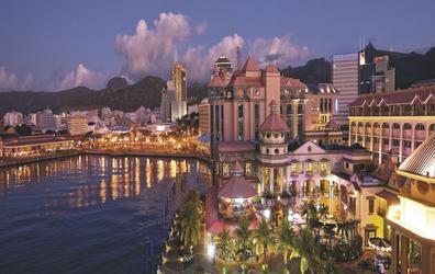Port Luis bei Nacht