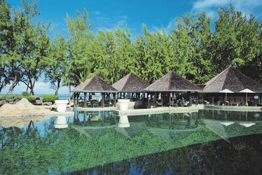 Poollandschaft beim LUX* Hotel.