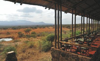 ©Serena Hotels; Terrasse mit Aussicht in den Amboseli