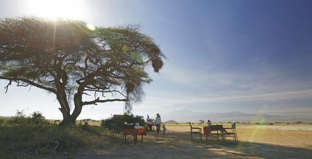 Buschfrühstück mit Blick auf den Kilimanjaro, ©Tortilis Camp