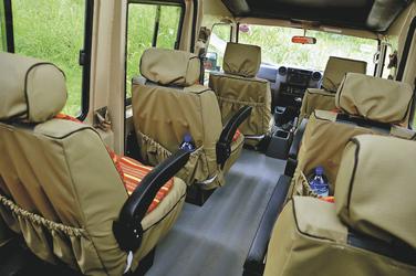 Das Safarifahrzeug von innen