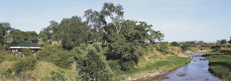 Die Zeltchalets liegen nahe am Fluss