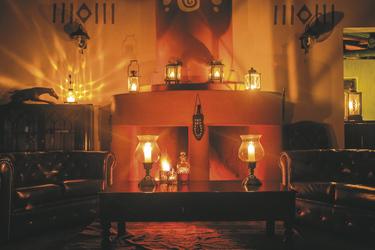 Abends trifft man sich in der Lounge am Kamin, ©Georgina Goodwin