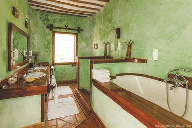 Das Badezimmer der Colobus Suite