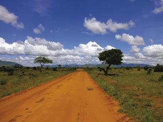 Eine Piste im Tsavo NP, ©Heiko Schierz, DIAMIR Erlebnisreisen