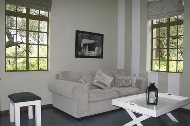 Loungebereich im Zimmer