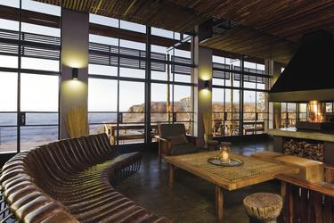 Die Lounge mit Kamin