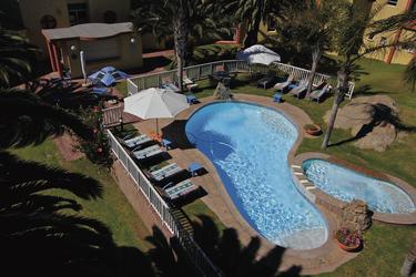Entspannung am windgeschützten Pool