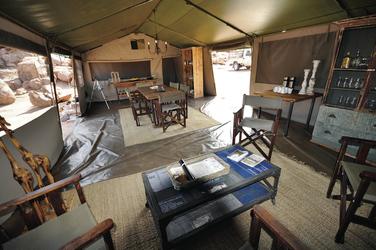 Lounge- und Speisezelt