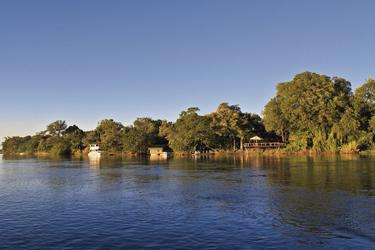 Idyllische Lage direkt am Okavango River