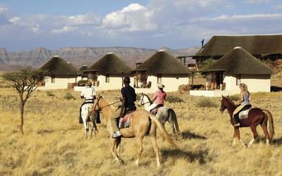 Zu Pferd die Namib erkunden