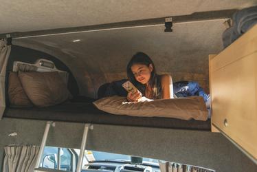 Doppelbett über der Fahrerkabine