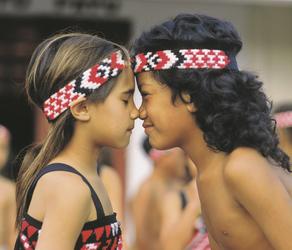 Hongi - Begrüßung auf Maori