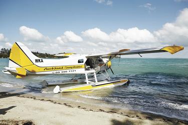Wasserflugzeug am Strand