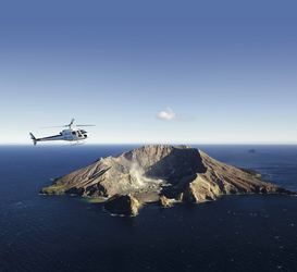 Per Helikopter nach White Island