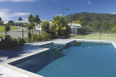 Paunui Pines Motor Lodge Pool