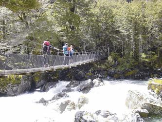 Hängebrücke unterwegs