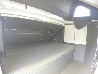 Doppelbett im seitlichen Erker