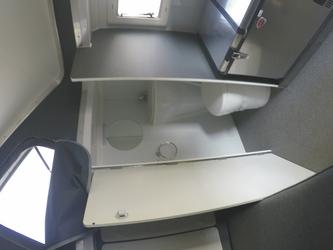 WC-Raum mit Waschbecken