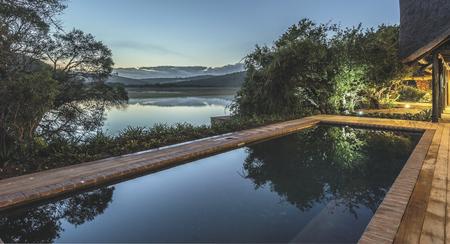Pool mit herrlichem Blick über den Fluss