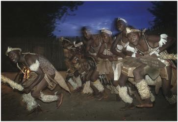 Tänzer im Zulu Dorf