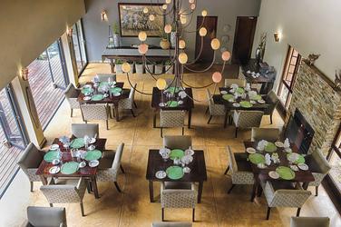 Im Restaurant, ©Brendon Cremer