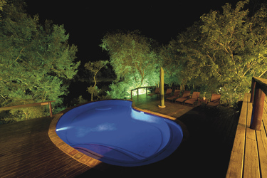 Der Pool bei Nacht, ©Wim van den Heever