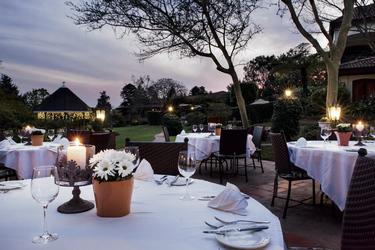 Romantisches Dinner auf der Terrasse