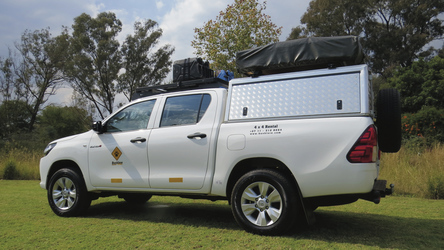4x4 Toyota Hilux mit Dachzelt (HILC2)