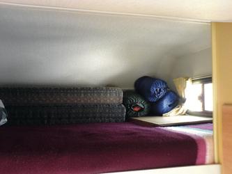Doppelbett im Alkoven über dem Fahrerhaus