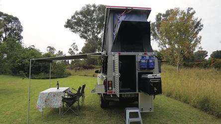 Heckansicht des Bushcampers (HILCAM)