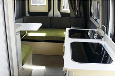 Küche und hinterer Sitzbereich