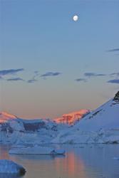 Sonnenaufgang in der Antarktis
