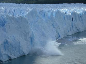 Der Perito Moreno Gletscher beim Kalben