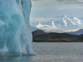 Blick auf die Fjord- und Gletscherlandschaft