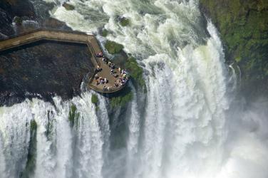 Aussichtsplattform bei den Wasserfällen