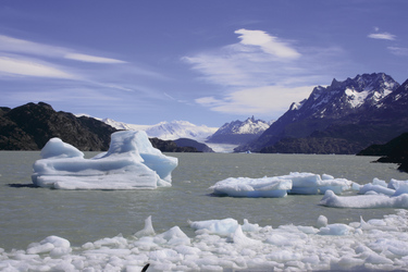 Eisberge treiben im Lago Grey, ©Anja Hofer