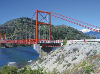Brücken verbinden das zerklüftete Land