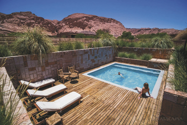 Poolbereich, ©Alto Atacama Desert Lodge & Spa
