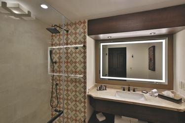 Badezimmer des Deluxe Zimmers