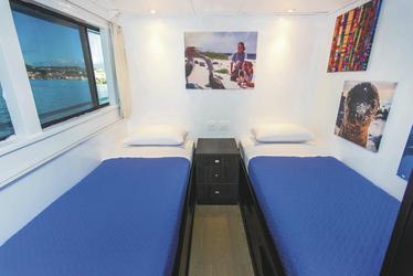 Kabine auf dem Oberdeck mit Einzelbetten